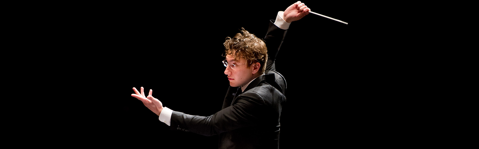 Photo of Teddy Abrams conducting the Louisville Orchestra
